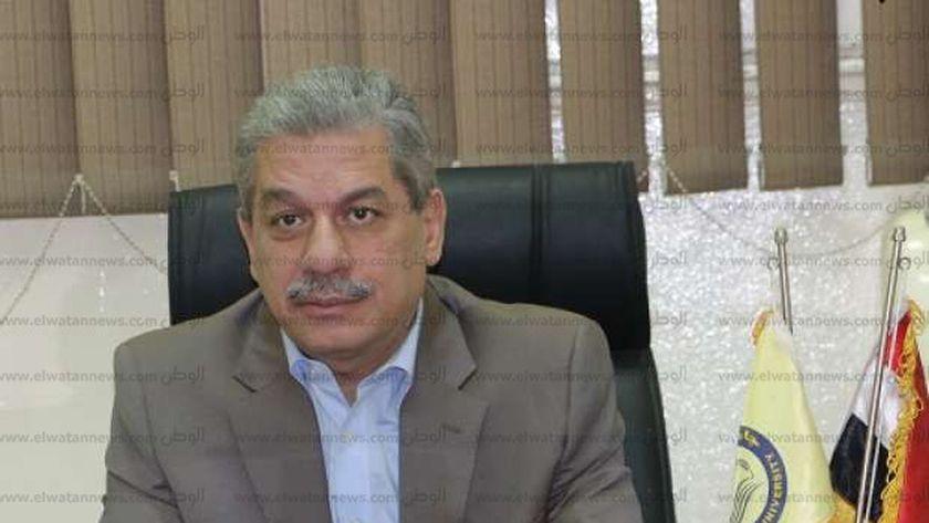 الدكتور أمين لطفي - رئيس جامعة بني سويف