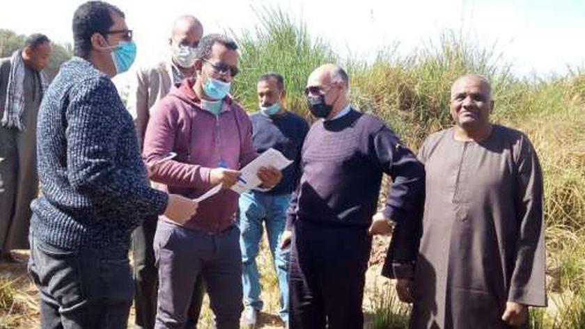 رئيس مدينة إسنا يتابع اعمال مبادرة حياة كريمة