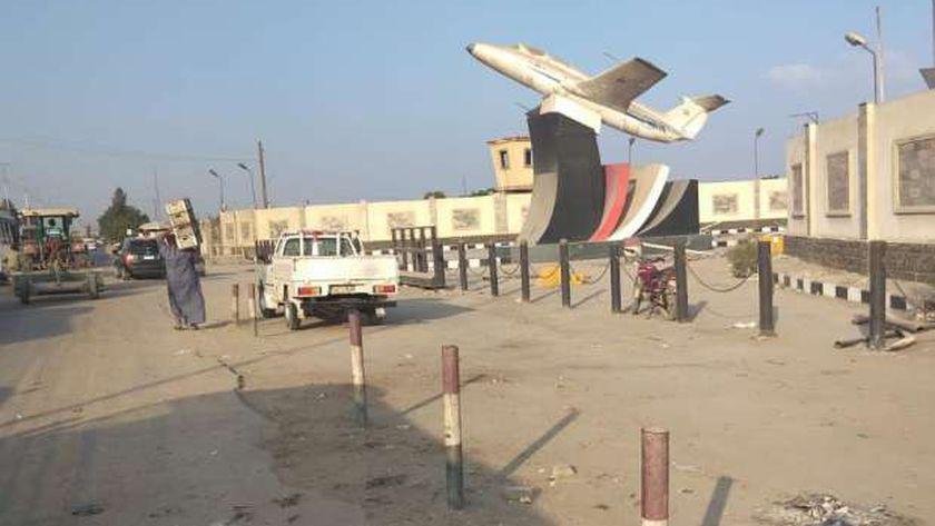 حملة لرفع الإشغالات أمام قاعدة بلبيس الجوية