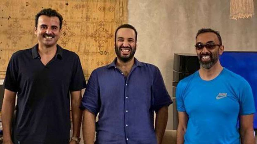 صحيفة سعودية تكشف سر ظهور بن سلمان مع تميم وطحنون بـ«الكاجول»