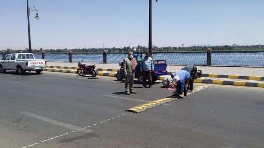كيف واجهت بني سويف مشكلة السرعة الزائدة للسيارات بطريق كورنيش النيل؟