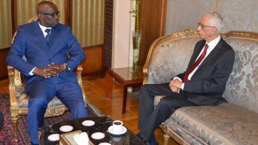 لوزا خلال استقباله المسؤول البوروندي