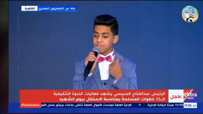 الطفل عبدالرحمن عادل في احتفالية يوم الشهيد اليوم