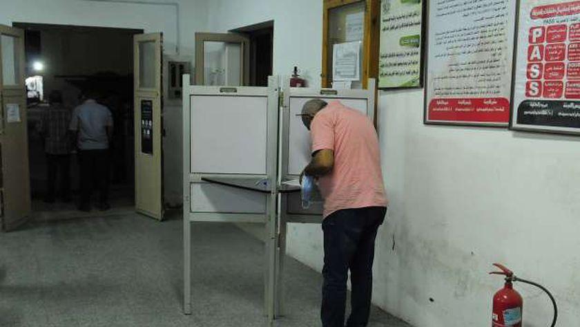 جانب من سير العملية الانتخابية