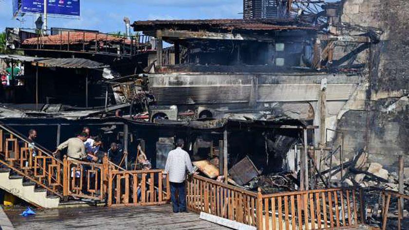 حريق كورنيش الإسكندرية.. تفحم مجمع مطاعم دون خسائر بشرية