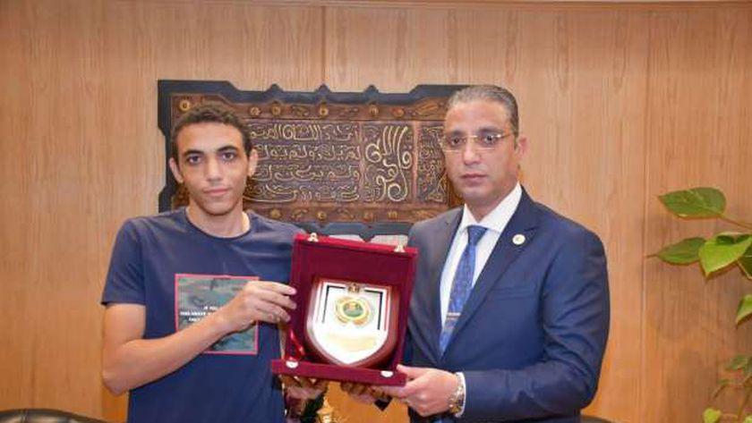 تكريم يوسف من قبل محافظة الفيوم