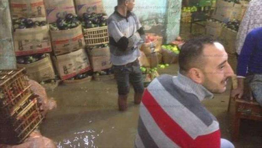 صورة صامدون تحت البرد والمطر.. أصحاب البحث عن لقمة العيش: هنأكل عيالنا منين – مصر