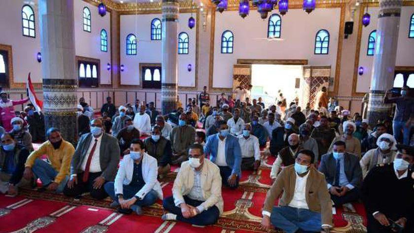 """بتكلفة 5,5 مليون جنيه..  محافظ الفيوم يفتتح مسجد """"نور الإسلام"""""""
