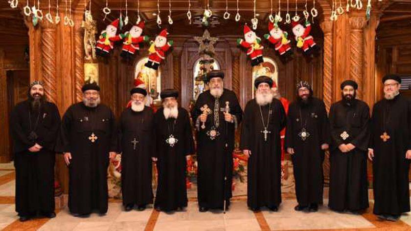 البابا مع أعضاء سكرتارية المجمع المقدس