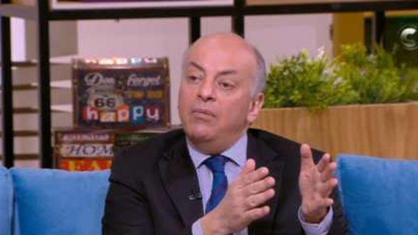 الدكتور محمد المنيسي.. أستاذ الجهاز الهضمي والكبد بطب القصر العيني