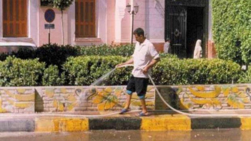 """رش الشوارع بخرطوم المياة """"ارشيفيه"""""""