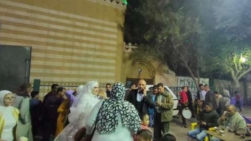 حفل عروسان هادىء تضامنا مع صلاة الغائب للضحايا