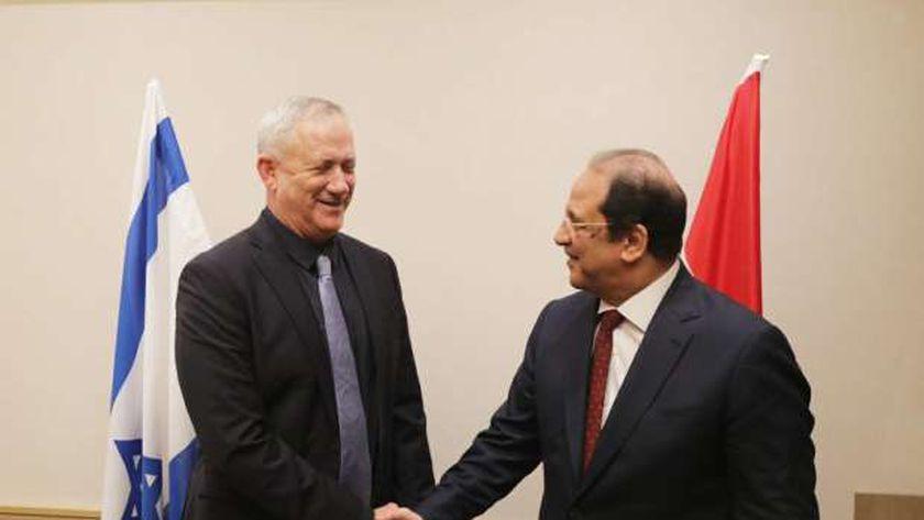 رئيس المخابرات ووزير دفاع إسرائيل