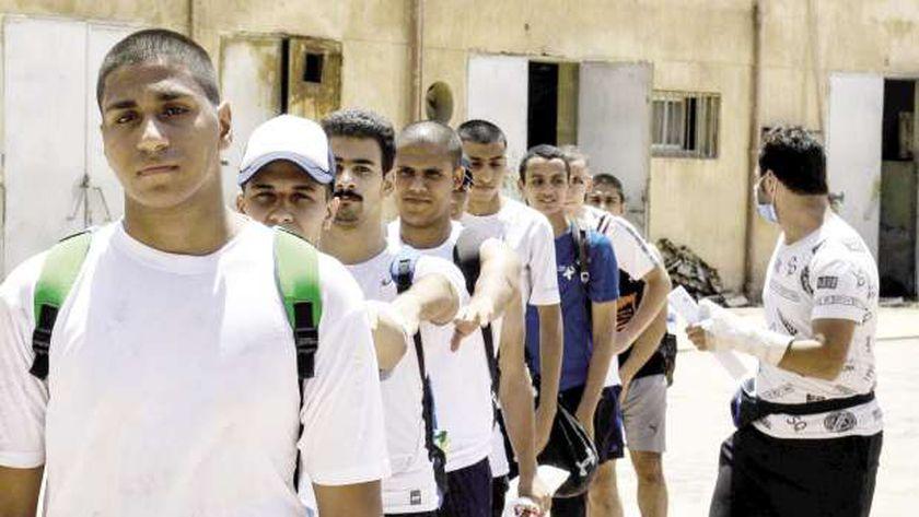 طلاب الثانوية يواصلون إجراء اختبارات القدرات فى كلية التربية الرياضية
