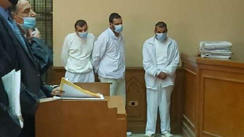 المتهمون أمام المحكمة