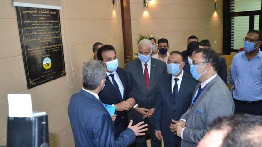 وزير التعليم العالي يفتتح مشاريع كلية طب الإسكندرية