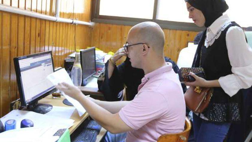 طلاب الشهادات الفنية يبدأون تسجيل رغبات الالتحاق بالجامعات والمعاهد