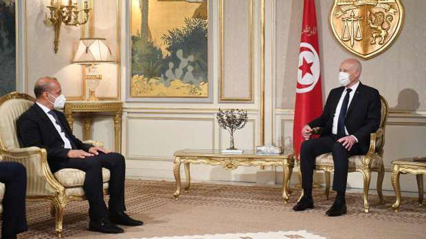 الرئيس التونسي قيس سعيد خلال لقائه نائب رئيس المجلس الرئاسي الليبي، عبد الله اللافي