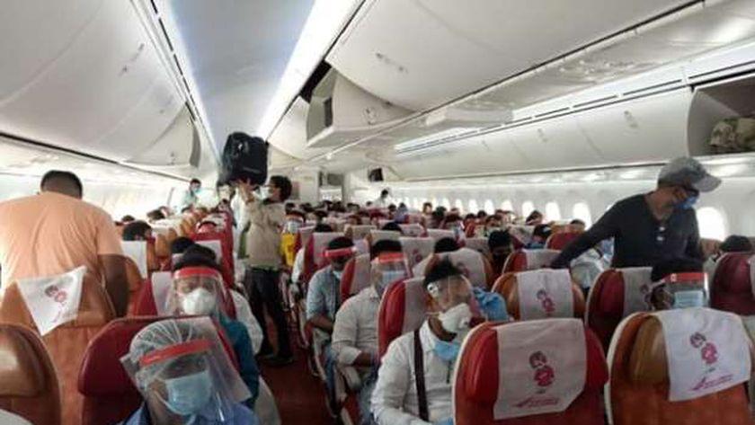 176 هندي يغادرون القاهرة على متن رحلة استثنائية للخطوط الهندية