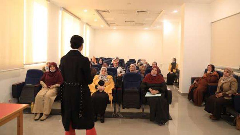 """""""البحوث الإسلامية"""" يعقد دورة تدريبية لواعظات الأزهر في """"فن الإتيكيت والتواصل الفعّال"""""""