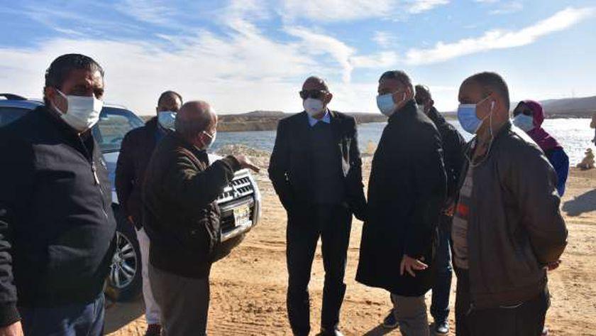 مسؤولو الإسكان يتفقدون مشروعات الصرف الصحي بالقاهرة الجديدة