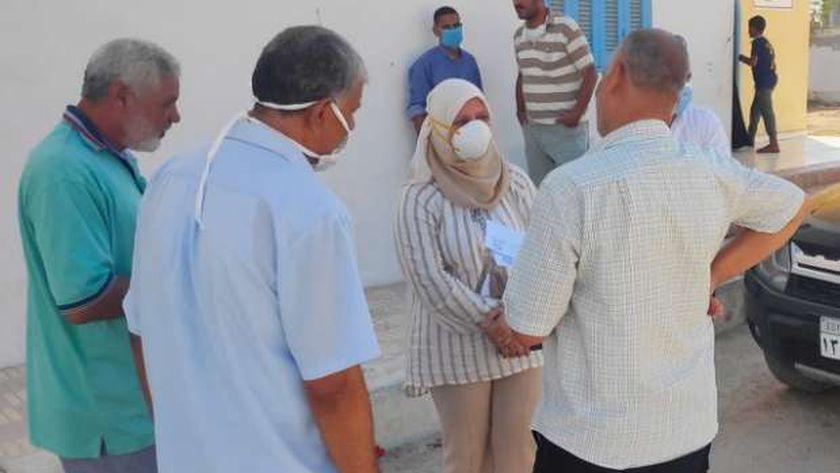 الدكتورة دينا عثمان نائب محافظ مطروح خلال زيارتها دار الأيتام