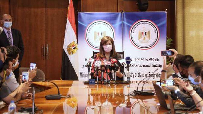 """وزيرة الهجرة خلال مؤتمر متابعة تصويت المصريين بالخارج في """"الشيوخ"""" أمس"""