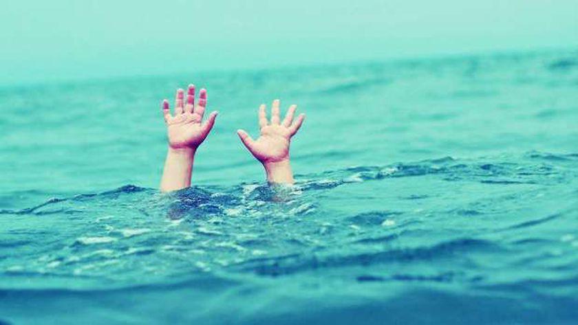 غرق في البحر