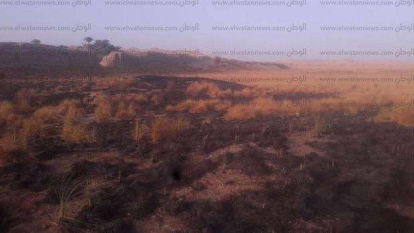 حريق محدود بحشائش بالقرب من منطقة الكاب الأثرية بإدفو