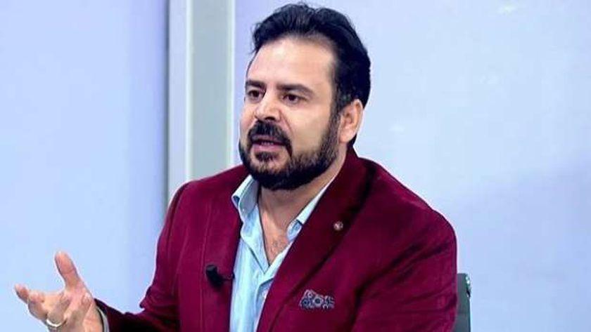 الإعلامي الإخواني الهارب سامي كمال الدين