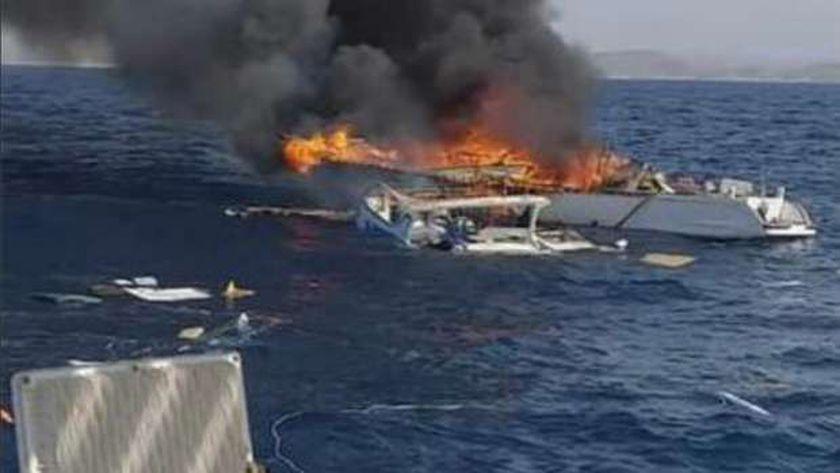 صورة اشتعال النيران في مركب صيد على متنه 13 صيادا – المحافظات