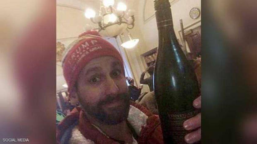 ريدل: وجدت زجاجة نبيذ خلال اقتحام الكونجرس وسكبت لنفسي منها