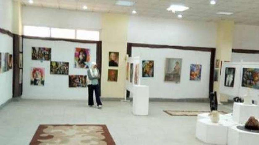 معرض فني
