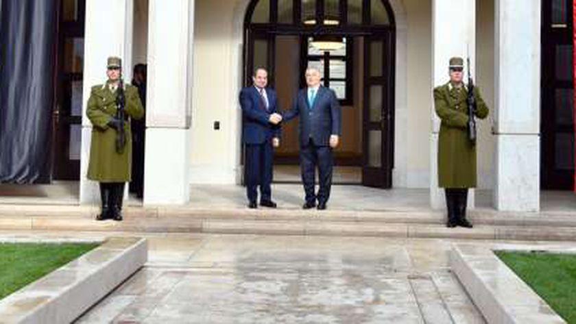 الرئيس السيسي يعقد مباحثات على مستوى القمة مع رئيس الوزراء المجري