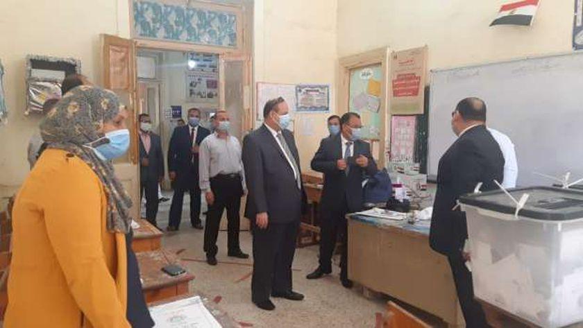 رئيس لجنة أنتخابات النواب بأسيوط يتفقد لجان التصويت