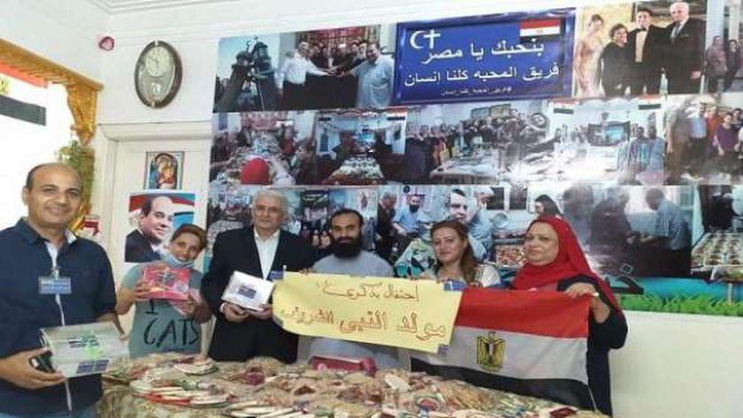 """""""فريق المحبة"""".. أقباط يوزعون حلوى المولد النبوي بشوارع الشرقية"""