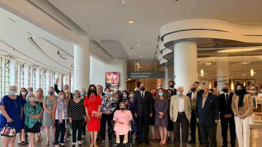سفير القاهرة في كندا يصطحب مسؤولين ورموز الجالية لمعرض «ملكات مصر»