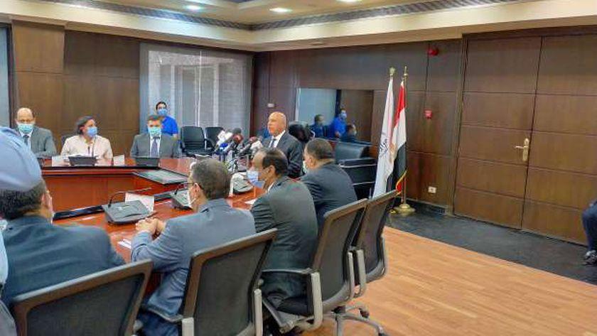 الفريق المهندس كامل الوزير وزير النقل خلال مؤتمر إنشاء شركة جديدة السكة الحديد