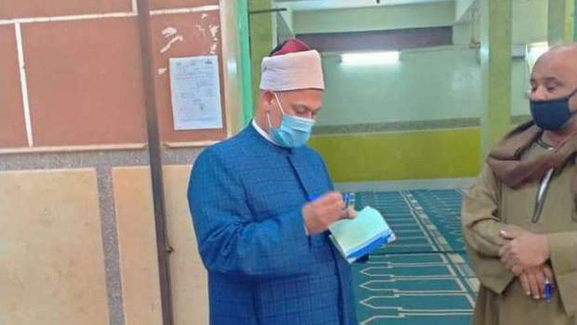 وكيل أوقاف أسيوط يحيل بعض العاملين بمساجد صدفا للتحقيق لمخالفتهم التعليمات