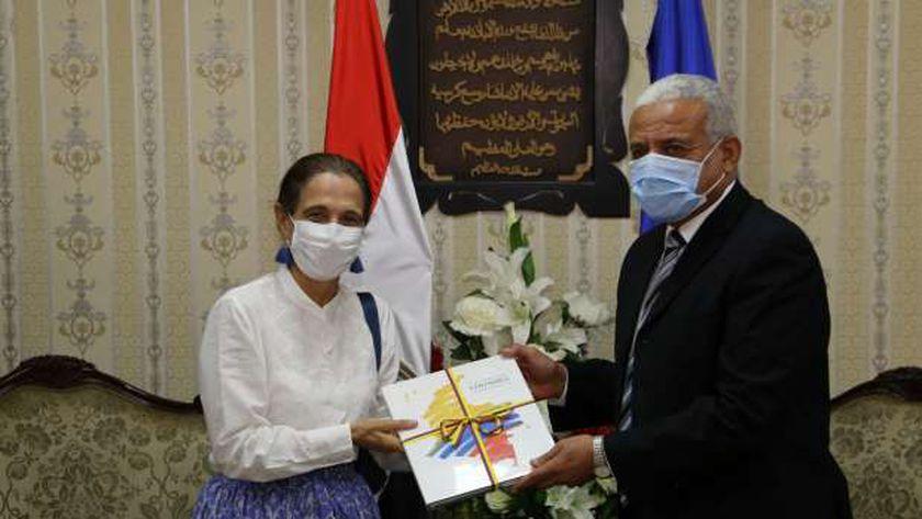 محافظ السويس يستقبل سفيرة كولومبيا بالقاهرة