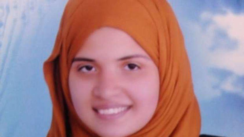 الطالبة رشا خالد الأولى في الدبلوم الزراعي نظام 5 سنوات