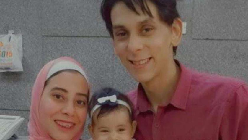 «جيهان» مع زوجها وابنتها