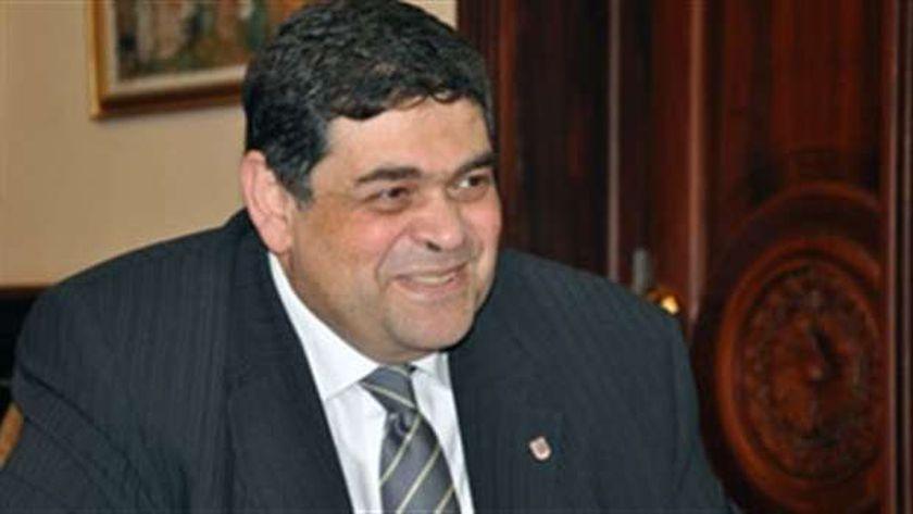 الدكتور أشرف حاتم.. وزير الصحة الأسبق