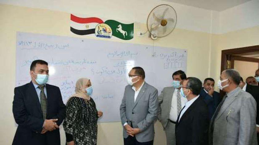 محافظ الشرقية يتفقد مدرسة المستشار سامي عبد الحليم للتعليم الأساسي