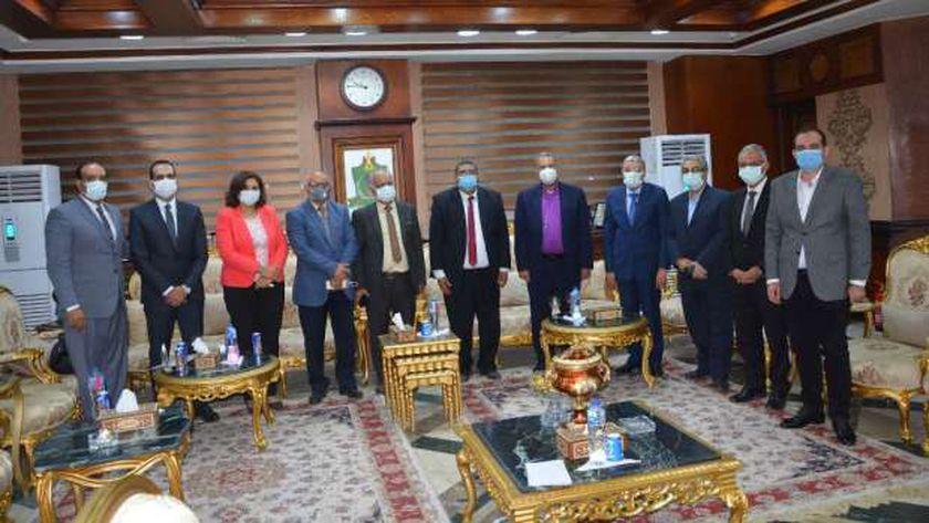 محافظ المنيا يستقبل رئيس الطائفة الإنجيلية