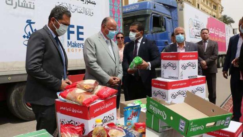 محافظ القاهرة يستقبل قافلة غذائية ضمن حملة أبواب الخير لتوزيعها على المستحقين
