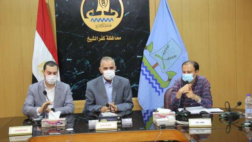 محافظ كفر الشيخ يستعرض 585 مشروعاً لحياة كريمة