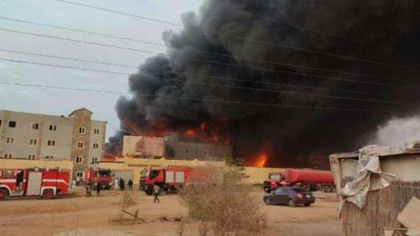 جانب من حريق مصنع العاشر