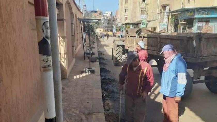رئيس دسوق تتابع حملة نظافة بمقابر وشوارع المدينة والقرى