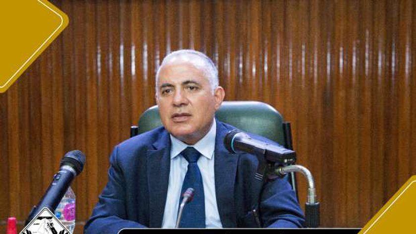 وزير الرى  يتابع تطورات السد